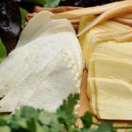 Ассорти из домашних сыров Фото