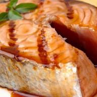 Стейк из лосося с гранатом Фото