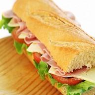 Сэндвич с ветчиной из индейки с сыром Фото