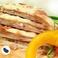 Осетинский пирог с куриным бедром Фото