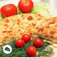 Осетинский пирог с курицей и сыро Фото