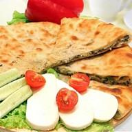 Осетинский пирог с сыром и шпинат Фото