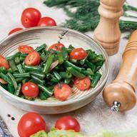 Фасоль стручковая с томатами черри Фото