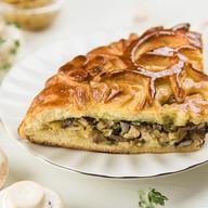 Пирог с индейкой, грибами, беконом Фото