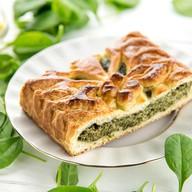 Пирог со шпинатом и сыром сулугуни Фото
