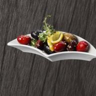 Отборные оливки и маслины Фото