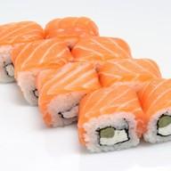 Ролл Фета с лососем, огурцами и сыром Фото