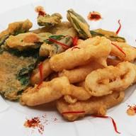 Острые кольца кальмара с соусом кимчи Фото