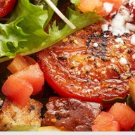 Салат из печеных,вяленых,свежих томатов Фото