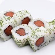 Ролл с креветками, лососем и укропом Фото