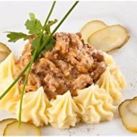 Бефстроганов с грибами,картофельным пюре Фото