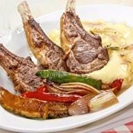 Каре барашка с овощами,картофельным пюре Фото