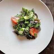 Овощной салат с травами Фото