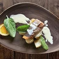 Стейк из лосося с мини картофелем Фото