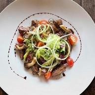 Салат с куриной печенью, вешенками Фото