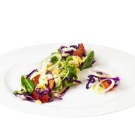 Летний салат с яйцом-добавляйте топпинги Фото