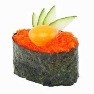 Суши с тобико и перепелиным яйцом Фото