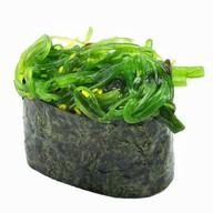 Суши с водорослями Фото