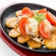 Сковородка с рыбой Фото