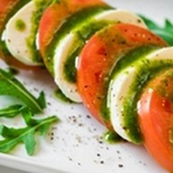 Капрезе помидоры с сыром Моцарелла Фото