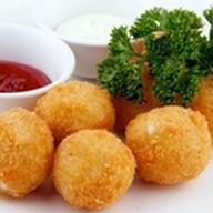 Картофельные шарики фри с кетчупом Фото