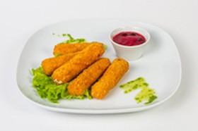 Сырные палочки фри с клюквенным соусом - Фото