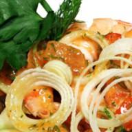 Салат с жареными креветками и ово Фото