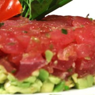 Тартар из тунца и авокадо Фото