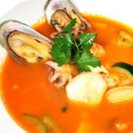 Итальянский суп с морепродуктами Фото