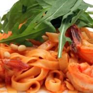 Спагетти с креветками и рукколой Фото