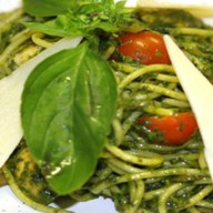 Песто-спагетти с курицей и шампин Фото
