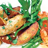 Креветки с картофелем айдахо Фото