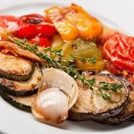 Жареные овощи с базиликом Фото