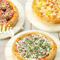 Три пышные пиццы Фото