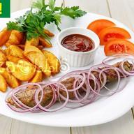Люля-кебаб с картофельными дольками Фото