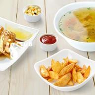 Шашлычки, куриный суп, картофель Фото