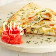 Пирог-кальцоне с сыром и креветками Фото