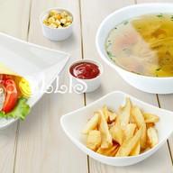 Ланч Куриный суп, фреш-ролл Цезарь, фри Фото