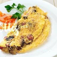 Омлет с охотничьими колбасками и сыром Фото