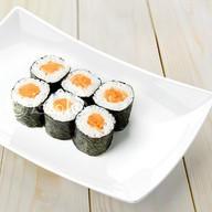 Ролл с лососем в нори Фото