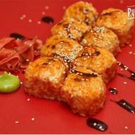 Запеченный ролл с крабом и сырным соусом Фото