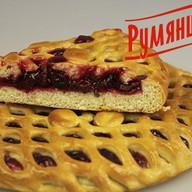 Сладкий пирог с вишней Фото