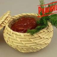 Красный пикантный соус Фото