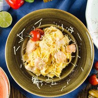 Папарделле с лососем в сливочном соусе Фото