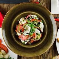 Моцарелла с томатами Фото