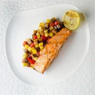 Стейк из лосося с овощным рататуем Фото