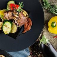 Каре новозеландского ягненка с овощами Фото