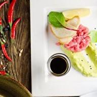 Тар-тар из тунца с муссом из авокадо Фото