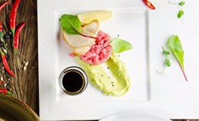 Тар-тар из тунца с муссом из авокадо - Фото