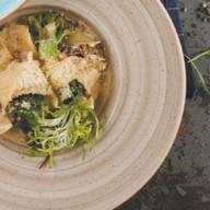 Папарделле с брокколи,копченой курицей Фото
